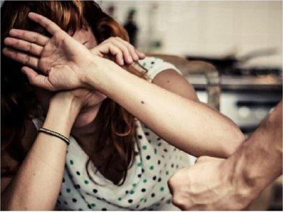 Apuñaló a su pareja tras intentar abusar de hijastra, según denuncia