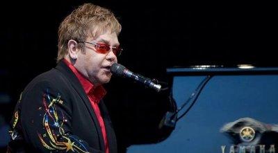 Elton John encabezará concierto benéfico por streaming