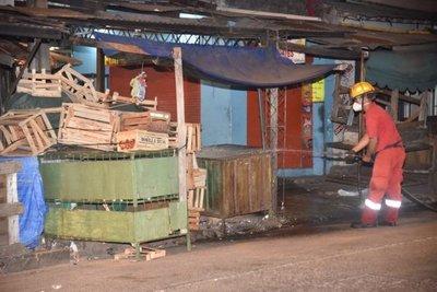 Desinfectan casillas del Mercado 4 para evitar propagación de Covid-19