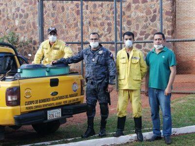 Personas privadas de libertad donan lavandina a bomberos voluntarios de PJC