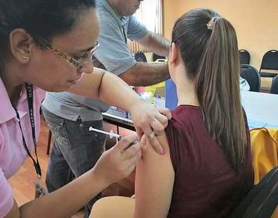 Vacuna antigripal llegará al país en abril