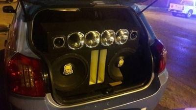 HOY / Iba en su auto con música a todo volumen y ahora es imputado por violar la cuarentena