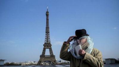 """La Torre Eiffel rendirá homenaje a los """"héroes"""" que luchan contra el COVID-19"""
