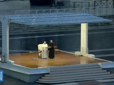 """""""En esta tormenta estamos todos, nadie se salva solo""""- Papa Franc ..."""