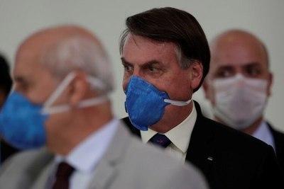"""""""Brasil no puede parar"""" dice Bolsonaro y promueve campaña contra la cuarentena"""