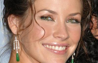 Evangeline Lilly se arrepiente y ofrece disculpas por sus comentarios sobre el coronavirus