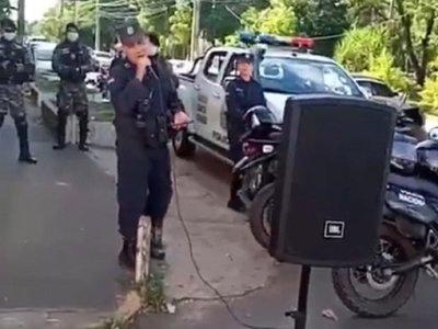 Policías de Villarrica realizan campaña de concienciación con peña artística