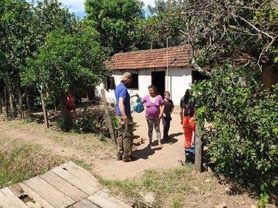Voluntarios entregan víveres a pobladores carenciados en Independencia