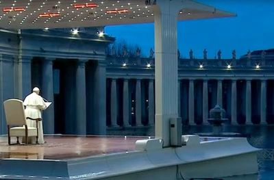 El Papa bendijo al mundo y oró en una Plaza de San Pedro vacía