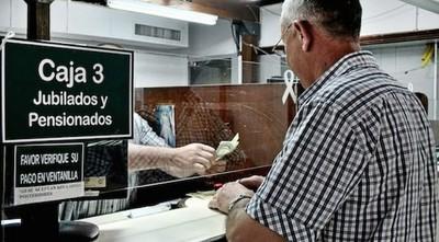 IPS: 3mil jubilados de los 7.500 ya recibieron sus tarjetas de débitos