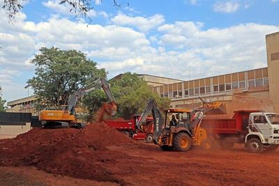 Aceleran los trabajos de construcción del hospital de contingencia