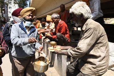 Un gurú indio, 'superpropagador', podría haber contagiado a 15.000 personas