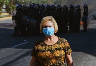 Salvavidas para la economía, la otra batalla de Latinoamérica contra COVID-19