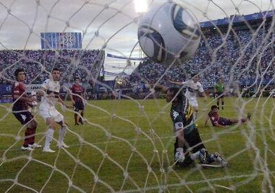 Zeballos recuerda cómo fue su paso de Cerro a Olimpia