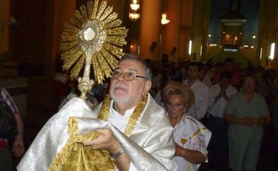 Acompañar procesión eucarística desde casa