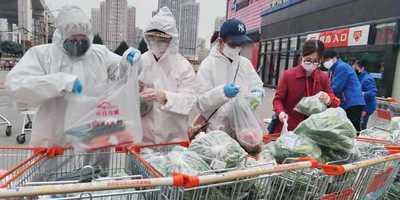 Wuhan intenta renacer entre fuertes medidas de control contra el coronavirus