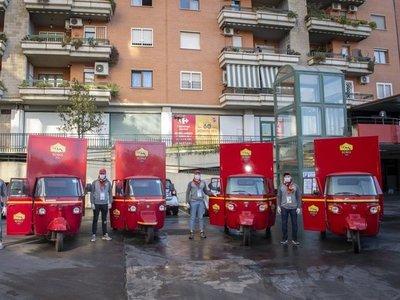Roma entrega comida y medicamentos a domicilio a socios mayores de 75 años