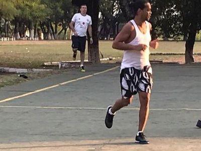 """Ronaldinho demuestra su talento en el """"piki"""""""