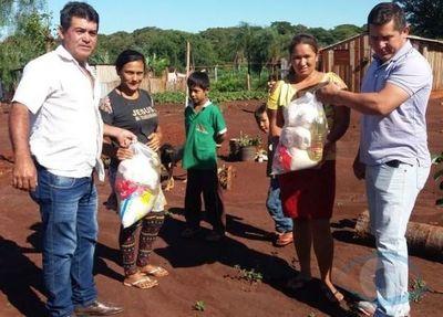 Operadores políticos son los encargados de la distribución de los kits de alimentos de la Municipalidad