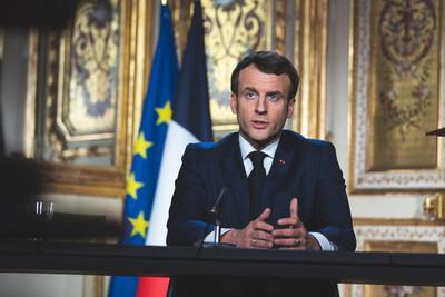 Macron coordina el impacto del confinamiento, que se amplía al mes de abril
