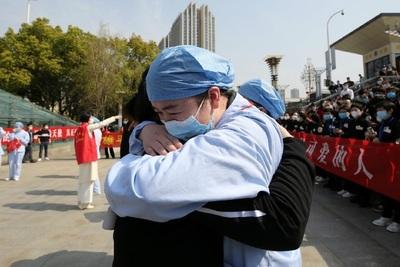 Wuhan se reabre con fuerte control contra el Covid-19