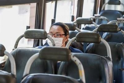 Buses regularán frecuencia y no dejarán subir a pasajeros sin tapabocas en Asunción