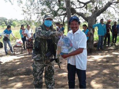 Militares de la FTC donan kits de alimentos para familias indígenas