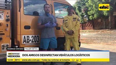 Dos amigos desinfectan vehículos logísticos