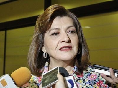Senadora no acepta baja a 4 salarios mínimos: 'hay que dejar el populismo atrás y poner lo que corresponde'