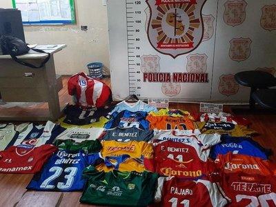 Dos detenidos por robo de camisetas de colección de Édgar Pájaro Benítez
