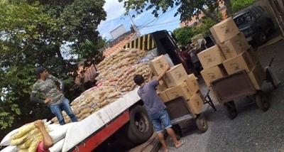 HOY / Entregan kits de alimentos a familias de choferes del transporte público afectados por cuarentena