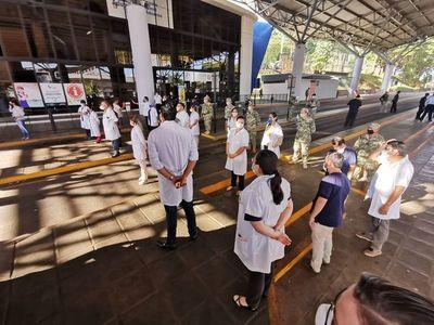 Sindicato pide resguardar a médicos mayores de 60 años