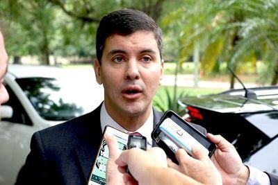Santiago Peña dice que se deben atacar los privilegios salariales