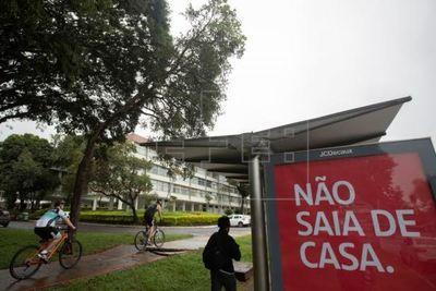 El ministro de Salud de Brasil contradijo a Bolsonaro y aconsejó seguir las recomendaciones para la prevención contra el coronavirus