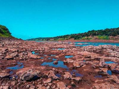 Bajo nivel hídrico en TRES FRONTERAS por sequía en el Brasil