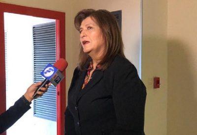 Senadora rechaza reducción de salario y dice que es populismo