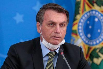 """Facebook e Instagram borran videos de Bolsonaro por """"desinformar"""" sobre el coronavirus"""