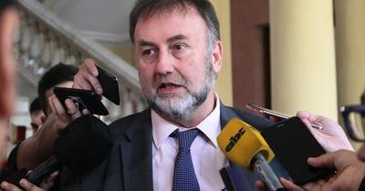 Recortes a salarios públicos no serían definitivos, según Benigno López