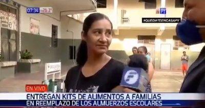 Madre de siete hijos renuncia a kit para que no falte a un niño