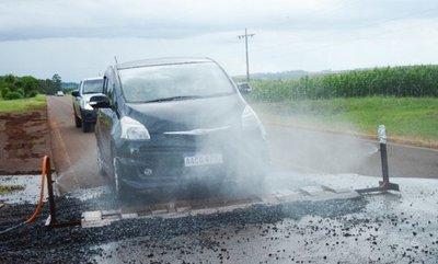 La ciudad paraguaya que desinfecta cada vehículo que ingresa al lugar