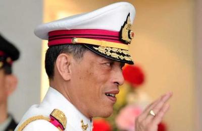La peculiar cuarentena del rey de Tailandia: se aisló en un hotel de lujo con 20 mujeres