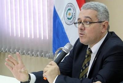 El Estado podría perder funcionarios eficientes si se reducen salarios sin discriminar, advierte abogado