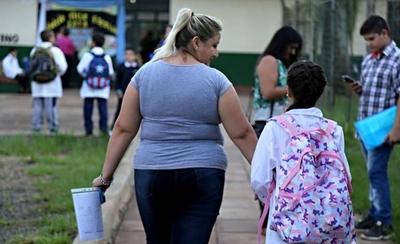 HOY / La jueza Edith Coronel, resolvió que los padres deberán pagar las cuotas de los colegios privados