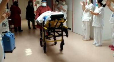 HOY / España: mujer de 101 años recibe el alta tras superar al coronavirus