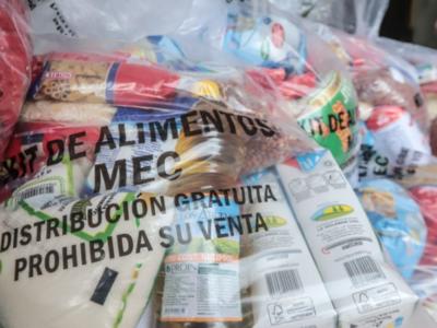 Kits de alimentos solo para los niños que almuerzan en la escuela