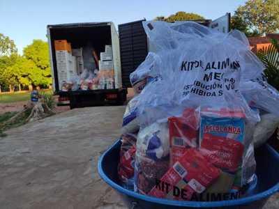 Entrega de kits alimentarios en la escuela Ignacio A. Pane