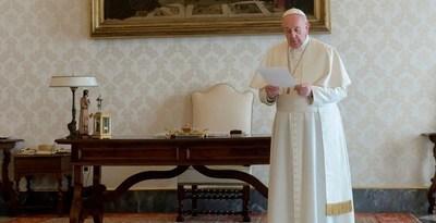 El papa Francisco rezó por los medios de comunicación que acompañan a la gente en épocas de cuarentena