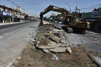 Paradas de la inconclusa obra metrobús son demolidas