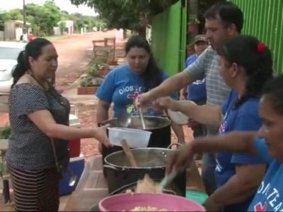 Ollas populares salvan situación de necesidad en barrios humildes