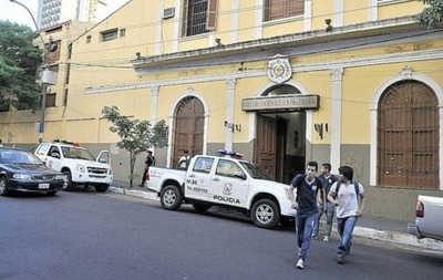 HOY / Estudiantes denuncian irregularidades en entrega de alimentos del MEC